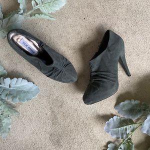 Steve Madden suede Grey heels
